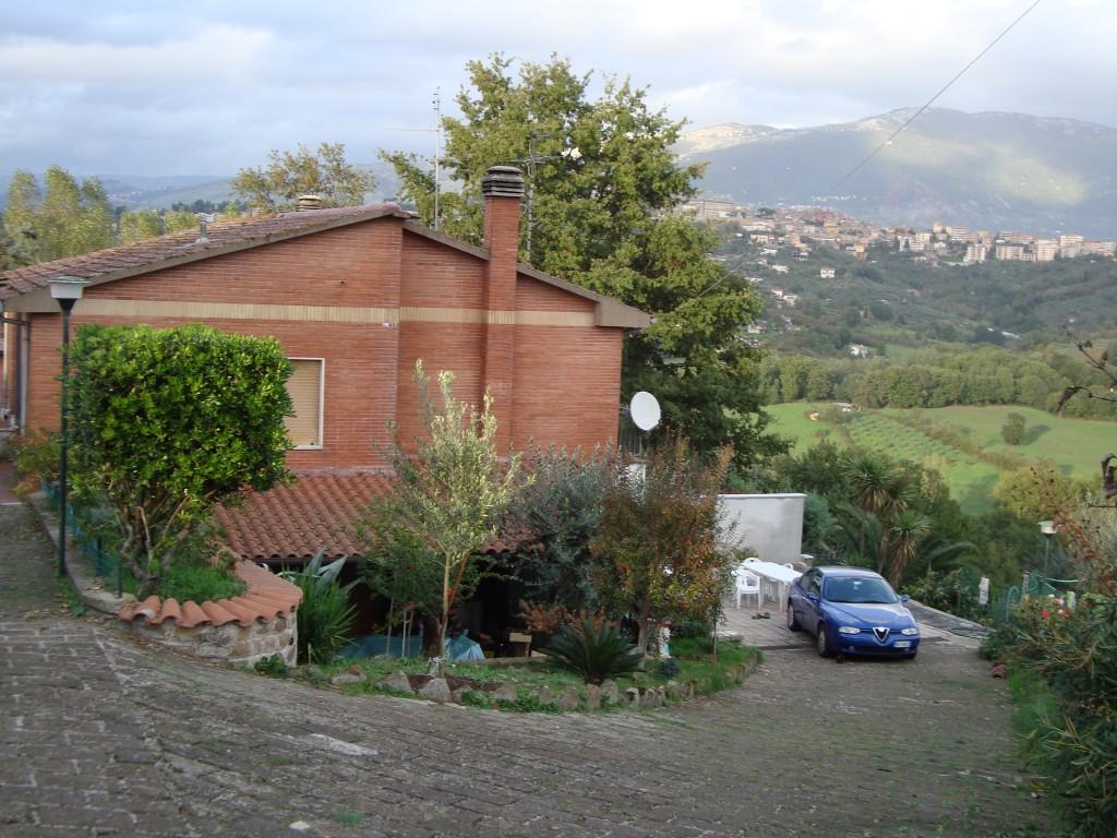 Lella's House